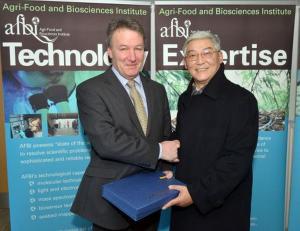 Prof. Wang, Liang; Prof Seamus Kennedy, AFBI CEO