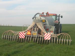 Slurry application to grassland by trailing shoe reduces ammonia emissions by 57% compared with splashplate application